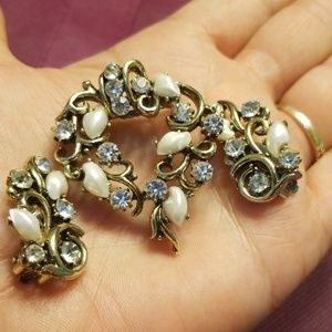 Beautiful Lisner brooch and earrings PM 718